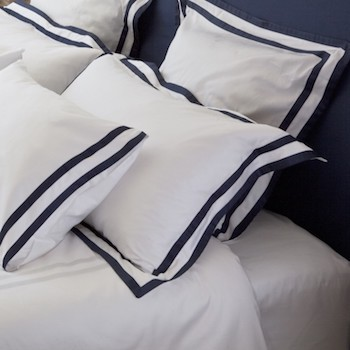 Tailored European pillowcase white & navy Formentera