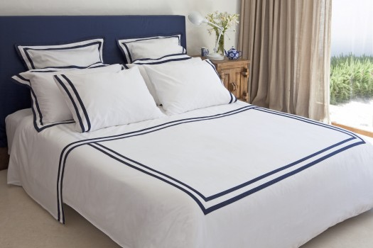 Queen quilt cover white & navy Formentera